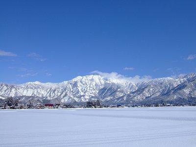 晴れた日の八海山の雪景色